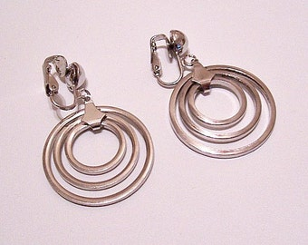 Triple Ring Hoops Clip On Earrings Silver Tone Vintage Domed Round Top Bead Open Slotted Graduated Ring Dangles