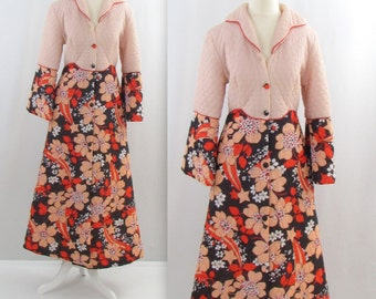 Rose Gold Floral House Coat - Vintage 1970s Quilted Robe in Medium
