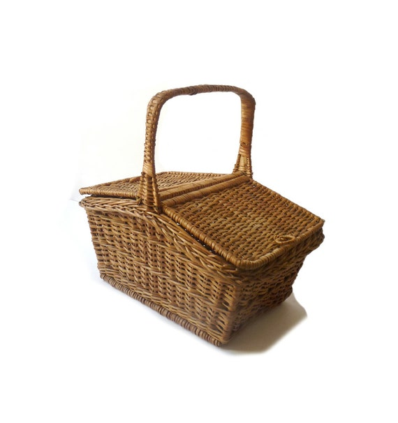 Https Www Etsy Com Listing 471115106 Vintage Wicker Basket With Lid Home Ref Market