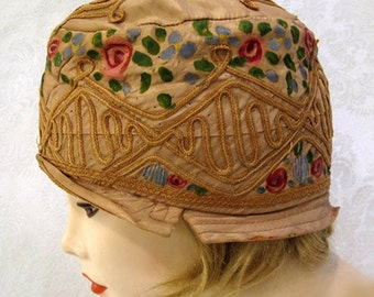 Vintage 20s Cloche Hat / Hand Painted Silk / Embroidered Flapper Cloche