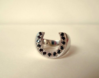 Horseshoe ring collection deep black