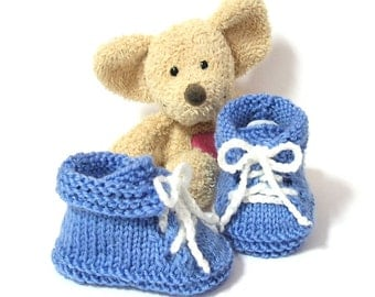 Blue baby booties, baby shoes size newborn to 3 months by Tricotmuse