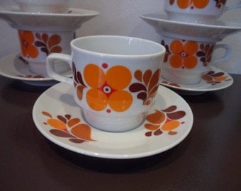 Set of 5 Adorable 1970's East German Coffee Expresso Cups and saucers with orange daisy flower pattern by Colditz