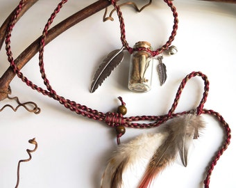 Macrame necklace with mandrake, white sage and natural feathers - Collier macramé sauge blanche, mandragore et plumes naturelles