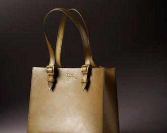 Rigid handbag leather olive green Design by George • •