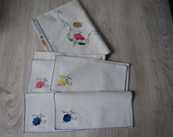French vintage hand made cotton embroidered table cloth and 6 napkins (00631)