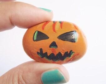 paint rock jack o lantern halloween pumpkin stone pebble horror gothic orange fall collection handmade painting miniature lasoffittadiste