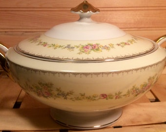 Gorgeous: Meito China Japan Hand painted Ada Handled Covered Vegetable Dish