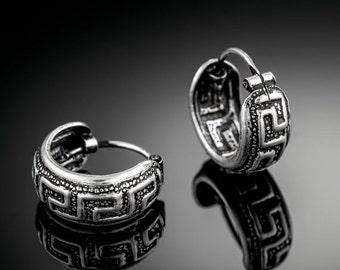 VALENTINE SALE Sterling Silver huggie hoop earrings. huggie hoops. silver hoop earrings. silver hoops. sterling silver hoop earrings. silver