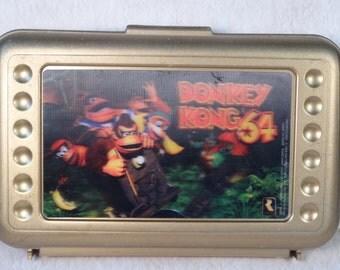 SALE!!!  Donkey Kong 64 Thingamabox with Hologram Image Gold Pencil/Crayon Box