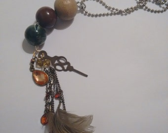 Dangle pendant on ball chain