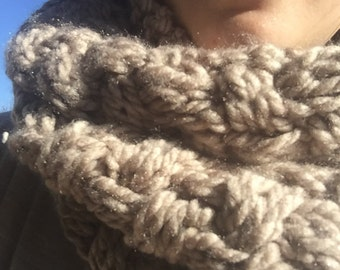 Cabled chunky cowl