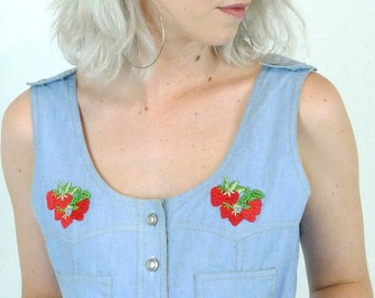 Adorable Vintage 70's Denim Chambray Strawberry Applique Summer Vest Pocket Top