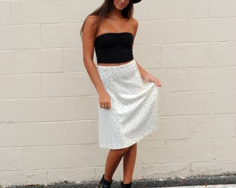 Vintage Skirt Line Print