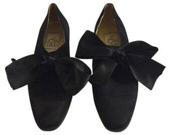 Vintage Designer Joan & David black suede flats with satin ribbon laces, size 7.5
