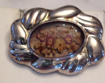 Vintage sterling silver puffed floral pin with Dried Pressed Flowers Under an Oval Glass Center, Mexico