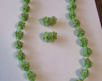 Vintage Plastic Flower Necklace & Earrings Green Soft Plastic  Flower Necklace Set
