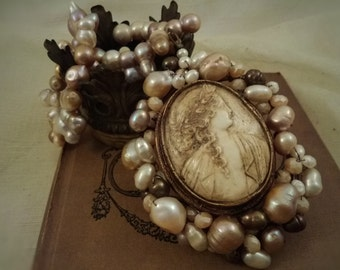 Cameo Pearl Crown