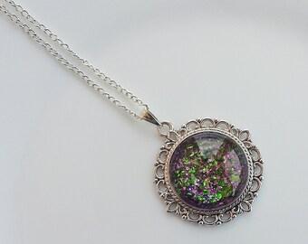 Gift ideas cabochon necklace black green dark pink round pendant glass enamel polish shimmer glitter shades silver tone base handmade boho