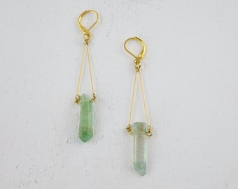 THE GREEN RIVER AT1/Brass earrings with small quartz