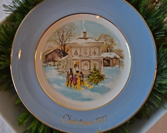 Vintage 1977 Avon Christmas Collector Plate Carollers In The Snow