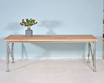 Dining table from recycled lumber & scaffold tube | MAASLAND