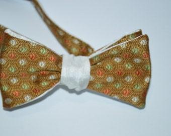 Vintage Dots Bow Tie