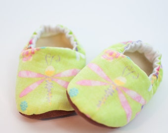 New Baby, Baby Shoes, Modern Baby, Dragonflies, Baby Gift, Soft Soled Shoes, Girls Shoes, Toddler Slippers, Shoes That Stay On