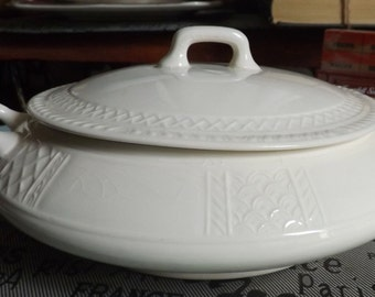 Antique (c. early 1900s) Homer Laughlin (HLC) ironstone covered vegetable bowl/tureen. Embossed lattice detail. Made in USA.