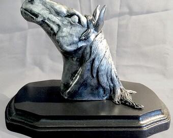 HORSE SCULPTURE - SILVER