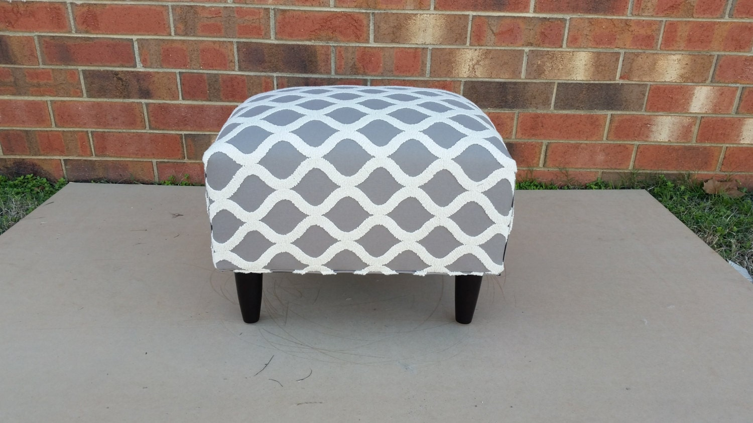 Mid Century Modern Ottoman With Gray Geometric Chain Pattern