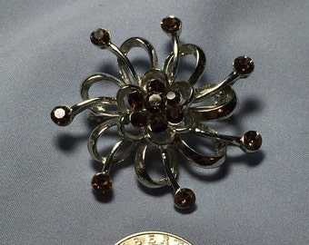 ON SALE Great silvertone brooch with Rhinestones