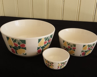 VEB Annaburg, East-Germany 653: flashy nested bowls from the 1960s by, airbrushed fruit pattern