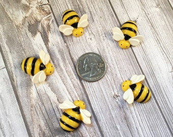 Bumble bee resin - Hair bow center - Bee cabochon - Cute little bee's - Make your own - DIY hair bows - Black and yellow - Bee theme