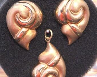 Set Vintage Bassani 14k Gold Conch Shell Earrings & Pendant