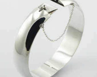 Superb Chic Classic Solid Sterling Silver Hinged Bangle Bracelet