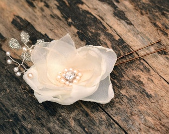 Bridal hairpin- Floral hair accessory- Ivory flower hair pin- Hair pin for wedding- Bridal hair accessory- Floral bridal hairpiece