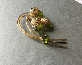 Sarah Coventry vintage brooch Pin Faceted green stones Touch of Elegance.