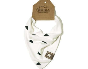 Dribble bib white with triangles