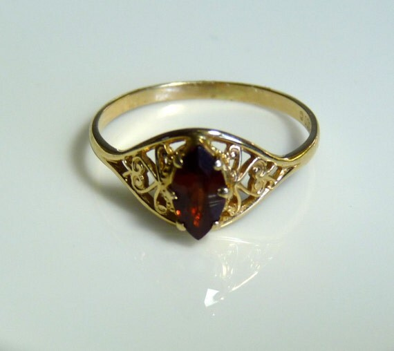10k YELLOW GOLD and Marquise Cut GARNET Ring ~ Sz 5.5 ~ January Birthstone ~ Excellent Clarity ~ Art Deco Style ~ Free Shipping