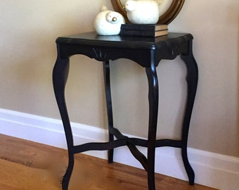 Lovely Vintage Occasional Table