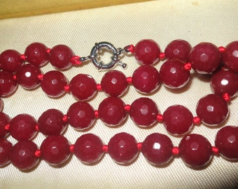 """Lovely  faceted knotted raw 10mm Garnet necklace 18"""""""