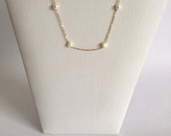Delicate Gold Chain Necklace with Elegant Pearls