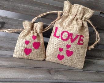 Boho burlap wedding favour bags, rustic wedding gift, small jute bag, hand painted, personalised wedding favor