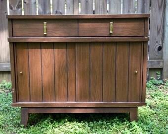 Vintage Mid Century Modern Bar/Cabinet
