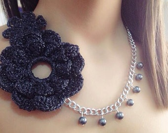 Necklace with flowers crocheted cotton and beads. Entirely handmade.