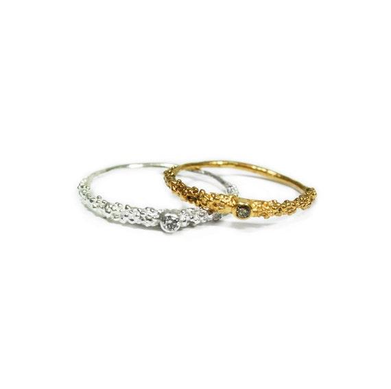 grain thin ring with 2mm diamonds