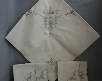 """Beautiful 32"""" Square Embroidered  Fine Linen Table Cloth with Four Napkins"""