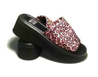 1990s Chunky animal print platform sandals / 90s Chunky platform sandals animal print / 1990s grunge chunky platform  sandals leopard print