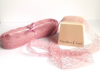 MAUVE LACE TRIM 1 1/4 Inch (3.175 cm) Flat Rose Lace - Rose Pink - 10 Yards (9.14 m)